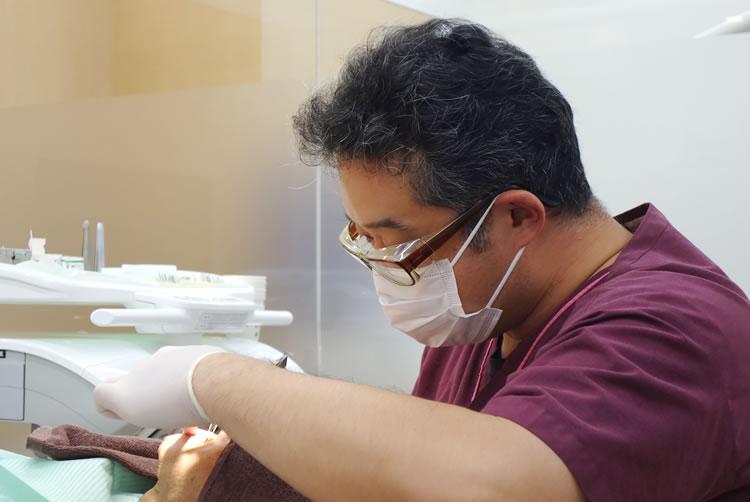 歯科用拡大鏡を用いて治療